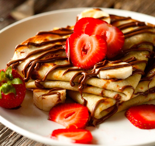 Nutella & Berry Crepes