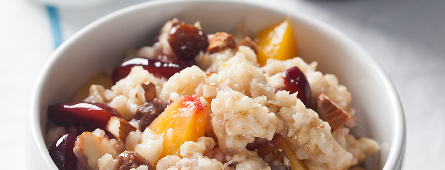 Hearty Oatmeal with Fruit