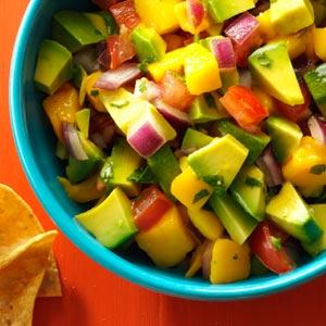 chunky mango guac